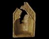 Fragment einer Kranzkachel mit nasenbesetztem Dreiecksgiebel vom Typ Tannenberg mit krabbenbesetzter Giebelleiste, eine Kreuzblume flankierdend , gelb glasiert, Dieburg, um 1380, Heidelberg, Kurpfälzisches Museum, urspr. Heidelberg, Kornmarkt