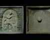 Model einer Blattkachel mit Merkur aus der Serie der Sieben Planeten nach Beham, unglasiert, Südwestdeutschland, 1. Hälfte 17. Jahrhundert, H. 25,0 cm, Br. 25,5 cm, Offenburg, Museum im Ritterhaus