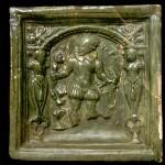 Fragment einer Blattkachel mit dem Monat Mai aus der kleinen Monatsserie nach Amman (Typ 1), grün glasiert, Ende 16. Jh., H. 18,0 cm, Br. 18,0 cm, Ettlingen, Albgaumuseum, urspr. Ettlingen, Färbergasse