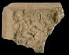 Fragment einer Blattkachel mit Alexander aus der Serie der reitenden Weltreiche im Samson-Rahmen, graphitiert, Anfang 17. Jh., H. 17,0 cm, Br. 20,5 cm, Heidelberg, Schloss