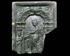 Fragment einer Blattkachel mit der Allegorie der Musik, dunkelbraun glasiert, nördlicher Oberrhein, 2. Hälfte 16. Jh., Heidelberg, Schloß