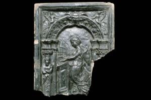 Fragment einer Blattkachel mit der Allegorie der Musik, dunkelbraun glasiert, nördlicher Oberrhein, 2. Hälfte 16. Jh., H. 25.,2 cm, Br. 21,2 cm, Heidelberg, Schloß