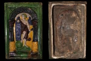 Fragment einer Blattkachel mit der Allegorie der Grammatik (1561), mehrfarbig glasiert, Köln (?), 2. Hälfte 16. Jh., H. 28,8 cm, Br. 19,2 cm, Düsseldorf, Hetjens-Museum