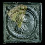 Rekonstruktion des vollständigen Bildfelds der Blattkachel Ferdinand I. aus Altdahn mit Hilfe einer Kachel aus dem Württembergischen Landesmuseum Stuttgart