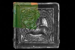 Rekonstruktion des vollständigen Bildfelds der Blattkachel mit Ritter beim Gestech von der Burg Bartenstein mit Hilfe einer Kachel aus dem Germanischen Nationalmuseum in Nürnberg