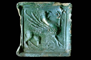 Fragment einer Blattkachel mit Greifen, grün glsiert, Oberrhein, 2. Hälfte 15. Jh., Baden-Baden, Stadtmuseum, urspr. Burg Hohenbaden