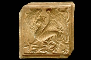 Fragment des Models einer Blattkachel mit Greif, unglasiert. Nordschweiz, 2. Hälfte 15. Jh., Bern, Historisches Museum