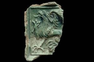 Fragment einer Blattkachel mit Greif, grüm glasiert, Oberrhein, 2. Hälfte 15. Jh., Lörrach, Museum am Burggraben, urspr. Burg Rötteln