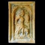 Blattkachel mit der Allegorie des Zorns (Ira), graphitiert, Anfang 17. Jh., H. 26,0 cm, Br. 17,0 cm. Bretten, Stadtmuseum