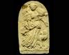 """Model des Innenfelds einer Blattkachel mit der Allegorie der Habgier (Avaritia), unglasiert, rückseitig signiert mit """"WV"""", 17. Jh., München, Bayerisches Nationalmuseum"""