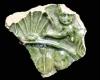 Fragment einer Blattkachel aus der Serie der sieben freien Künste nach Georg Pencz mit der Allegorie der Astrologie in einem Rahmen mit Muschelwerk haltenden Putten in den Zwickeln (Typ 1), grün glasiert, letztes Drittel 16. Jh., H. 5,5, cm, Br. 6,5 cm