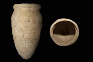 Fragment einer Spitzkachel, unglasiert, vor 1265, H. 19,0 cm, Mündungsdm. 12,0 cm, Lauterbach, Hohhaus-Museum, urspr. Burg Wartenberg