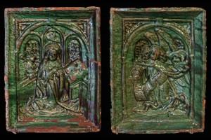 Nischenkachel mit geschlossenem Vorsatzblatt mit zweiteiliger Verkündigungsdarstellung vom Typ 1, grün glasiert, 2. Hälfte 15. Jh., Innsbruck, Volkskundemuseum