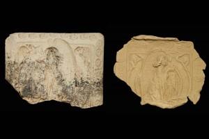 Fragment des Models einer Blattkachel mit Verkündigungsengel in einem Medaillon aus einer zweiteiligen Verkündigungsdarstellung, unglasiert, 2. Hälfte 15. Jh., H. 15,4 cm, Br. 21,4 cm, Hildburghausen, Satdtmuseum, urspr. Hildburghausen, Schlossplatz