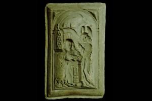 Model für das geschlossene Vorsatzblatt einer Nischenkachel mit einer einteiligen Verkündigungsdarstellung, unglasiert, 2. Hälfte 15. Jahrhundert, Stuttgart, Württembergisches Landesmuseum