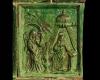 Blattkachel mit dem englischen Gruß grün glasiert, 17. Jahrhundert Innsbruck, Volkskundemuseum