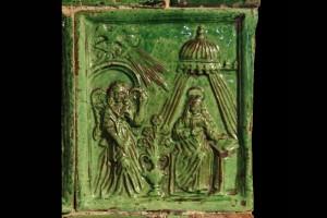 Blattkachel mit dem englischen Gruß, grün glasiert, 17. Jh., Innsbruck, Volkskundemuseum