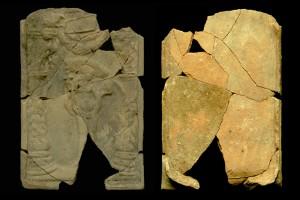 Fragment einer Blattkachel mit Allegorie der Eitelkeit, unglasiert, 16. Jh., H. 24,0 cm, Br. 16,5 cm, Karlsruhe, Privatbesitz, urspr. Karlsruhe-Durlach, Rebenstraße