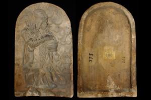 Fragment des Models des Innenfelds einer Blattkachel mit dem Winter aus der Serie der Jahreszeiten nach Matham, unglasiert, 17. Jh., H. 28,2 cm, Br. 17,3 cm, Nürnberg, Germanisches Nationalmuseum