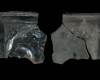 Fragment einer Blattkachel mit dem französischen König zu Pferde, dunkelbraun glasiert, Ende 17. Jh., H. 14,6 cm, Br. 15,6 cm, Miltenberg, Museum der Stadt