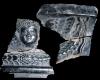 Fragment einer Gesimskachel mit geflügeltem Puttenkopf zwischen lorbeerblattbesetztem Feston, dunkelbraun glasiert, um 1650, H. 12,0 cm, Br. 15,0 cm, Sinsheim, Stadt- und Freiheitsmuseum