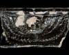 Fragment einer Gesimskachel mit geflügeltem Puttenkopf über lorbeerblattbesetztem Feston, dunkelbraun glasiert, zweite Hälfte 17. Jh., Altdahn, Burgmuseum