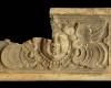 Fragment einer Blattkachel mit geflügeltem Puttenkopf, graphitiert, 17. Jh. Mainz, Landesamt für Denkmalpflege, urspr. Mainz, Bruder-Konrad-Stift