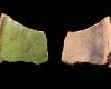Fragment einer Pilzkachel mit glatter Oberfläche, grün glasiert, 2. Hälfte 14. Jh., H. 5,4 cm, T. 4,0 cm, Emmendingen, Hochburg