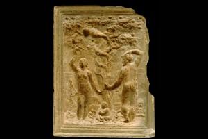 Fragment des Models einer Blattkachel mit dem Sündenfall, unglasiert, 17. Jh., H. 38,5 cm, Br. 30,0 cm, Schwäbisch Hall, Hällisch-Fränkisches Museum