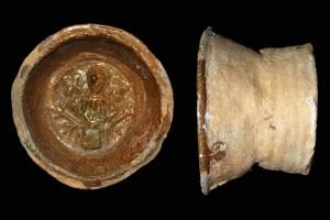 Fragment einer Tellerkachel mit dem Halbbild einer Frau, gelb glasiert, 2. Hälfte 14. Jh., H. 15,2 cm, T. 9,4 cm, Speyer, Historisches Museum der Pfalz, urspr. Speyer, Innenstadt