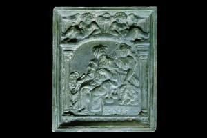 Fragment einer Blattkachel der Serie der Elemente in Form von Liebespaaren: das Feuer, grün glasiert, Anfang 17. Jh., Karlsruhe, Badisches Landesmuseum