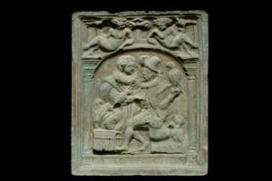 Fragment des Models einer Blattkachel der Serie der Elemente in Form von Liebespaaren: die Luft, unglasiert, Anfang 17. Jh., Karlsruhe, Badisches Landesmuseum
